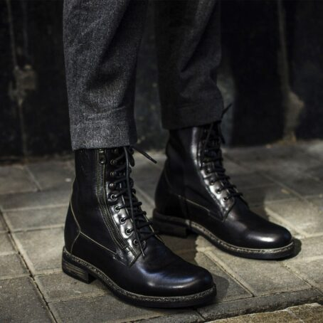 Man wearing black classic boots with visible zip 5
