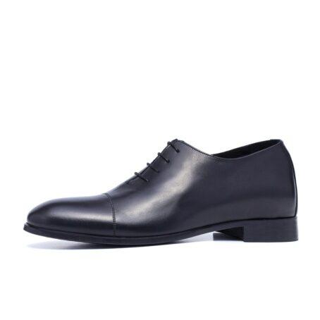Black wholecut shoes 3