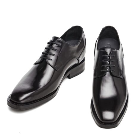 Man wearing derby shoes 2