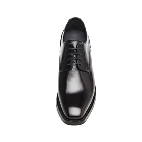Man wearing derby shoes 4