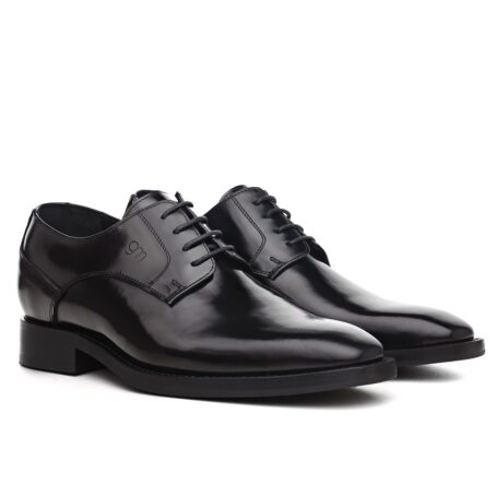 Man wearing derby shoes 5